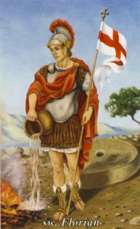 Święty Florian - obraz mężczyzny w tradycyjnym stroju żołnierza wojsk rzymskich z pierwszych wieków. Trzyma naczynie z wodą do gaszenia ognia. W drugiej ręce trzyma sztandar z czerwonym krzyżem na białym tle.